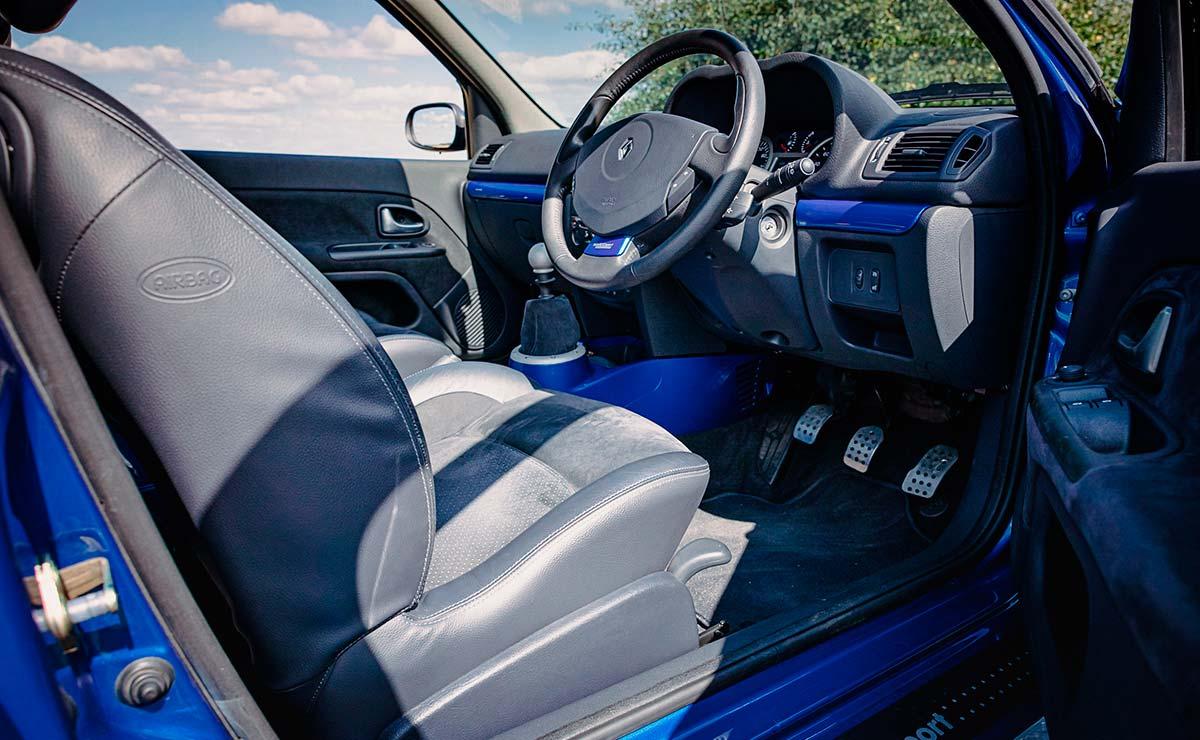 RENAULT CLIO V6 INTERIOR