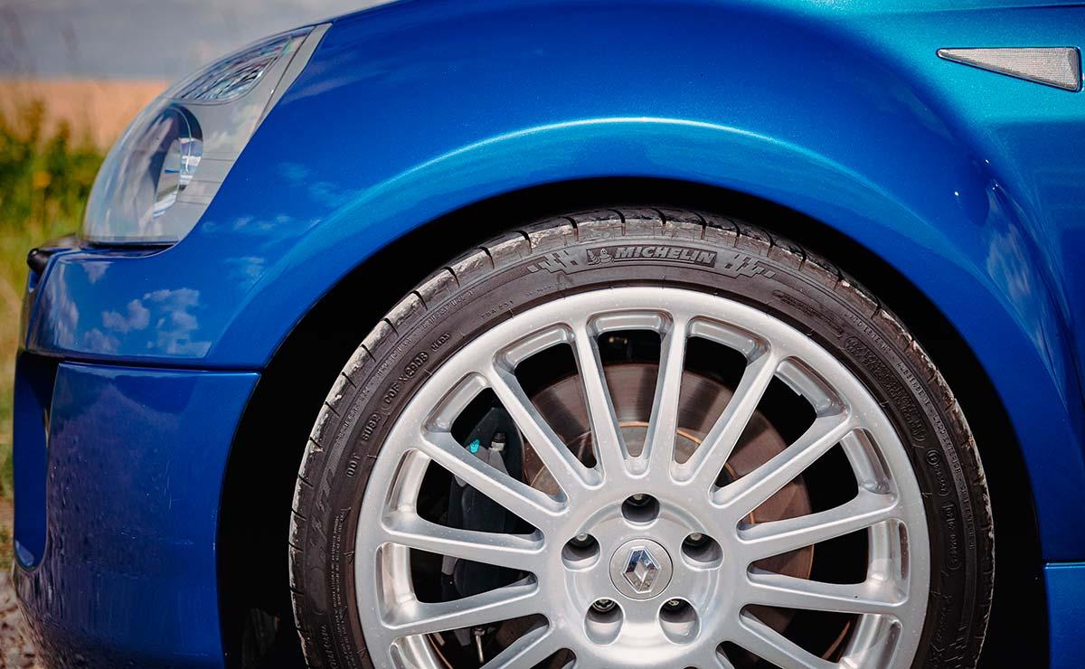 RENAULT CLIO V6 LLANTA