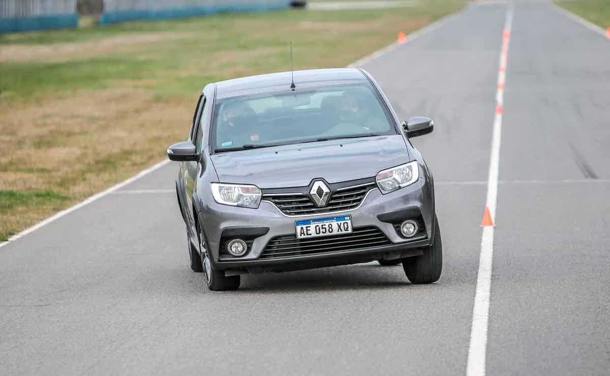 Renault-Logan-trompa-3