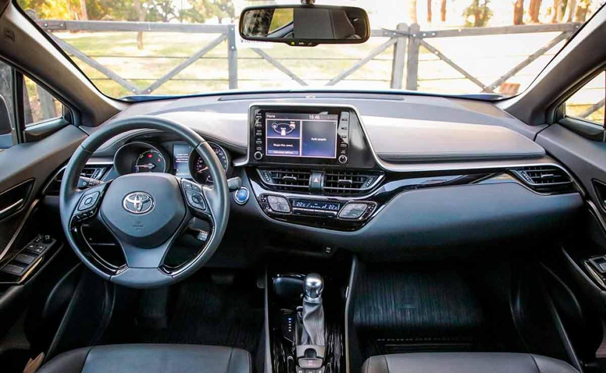 Toyota-C-HR-interior-2