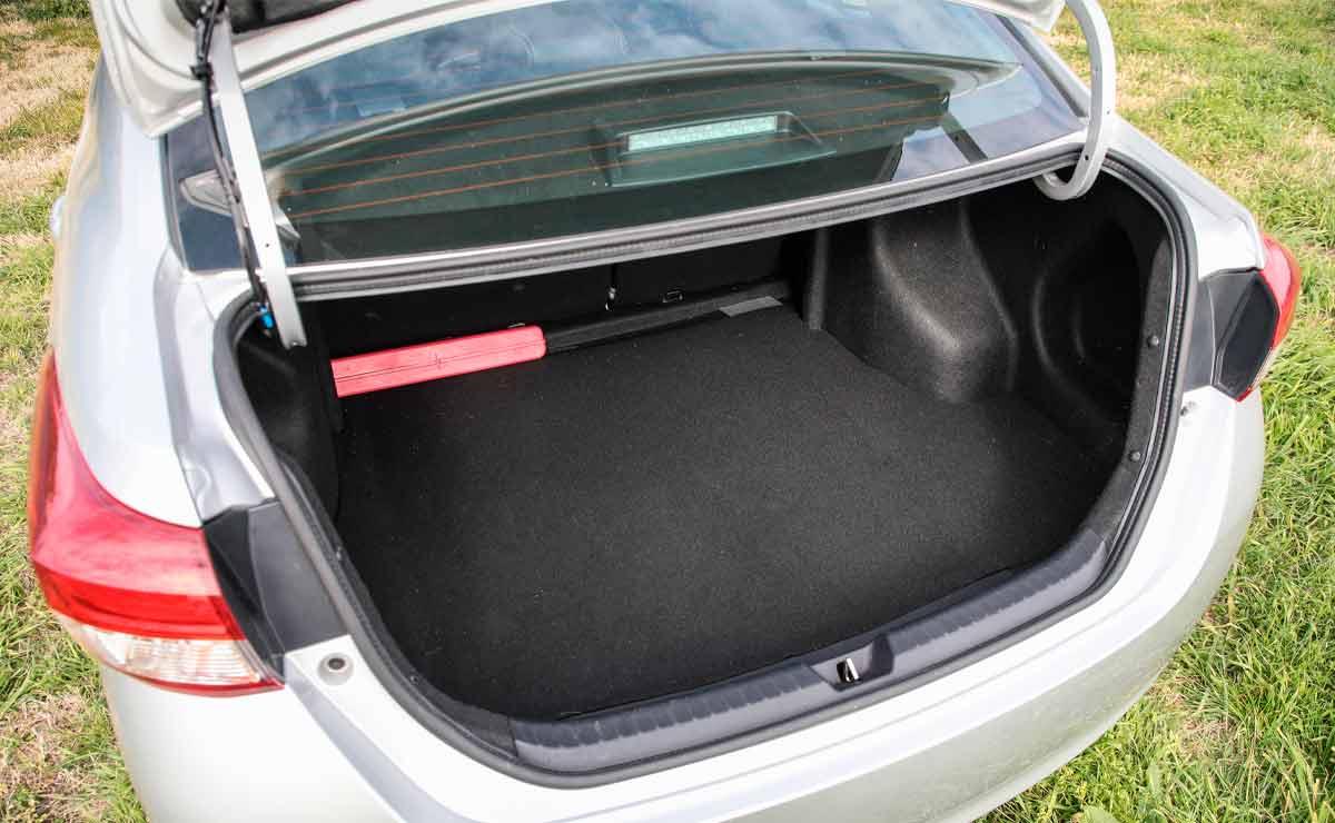 Toyota-Yaris-sedan-baul