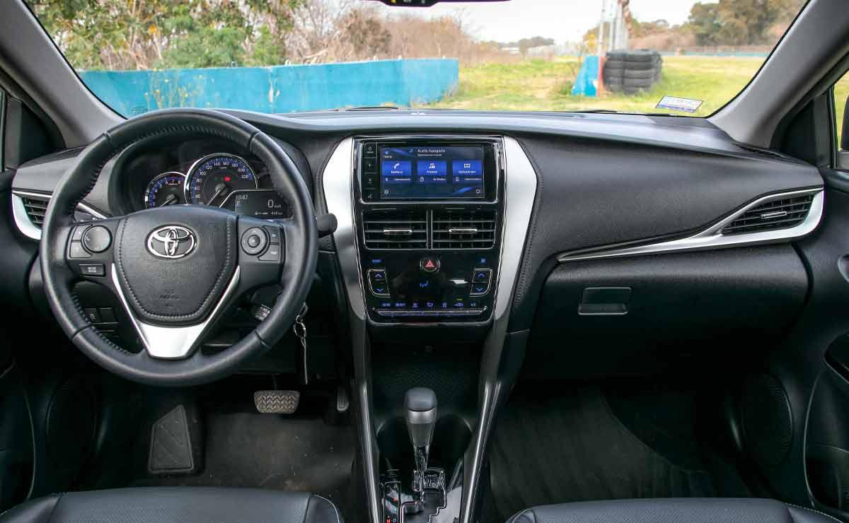Toyota-Yaris-sedan-interior
