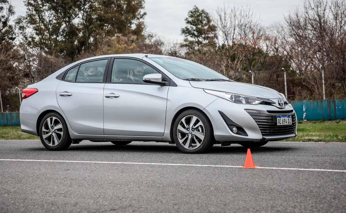 Toyota-Yaris-sedan-lateral