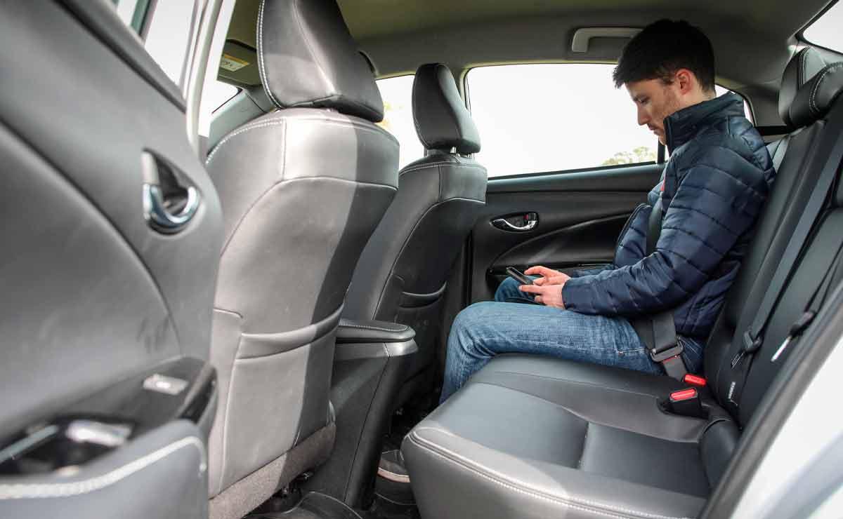 Toyota-Yaris-sedan-plazas-traseras