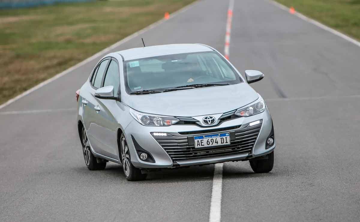 Toyota-Yaris-sedan-trompa-3