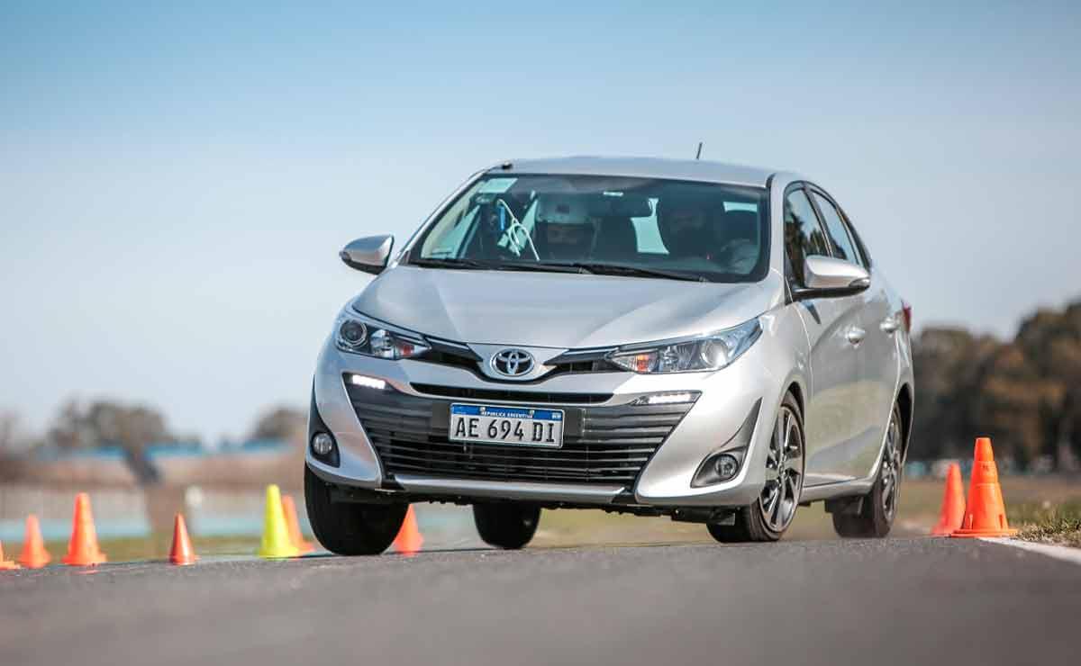 Toyota-Yaris-sedan-trompa-4