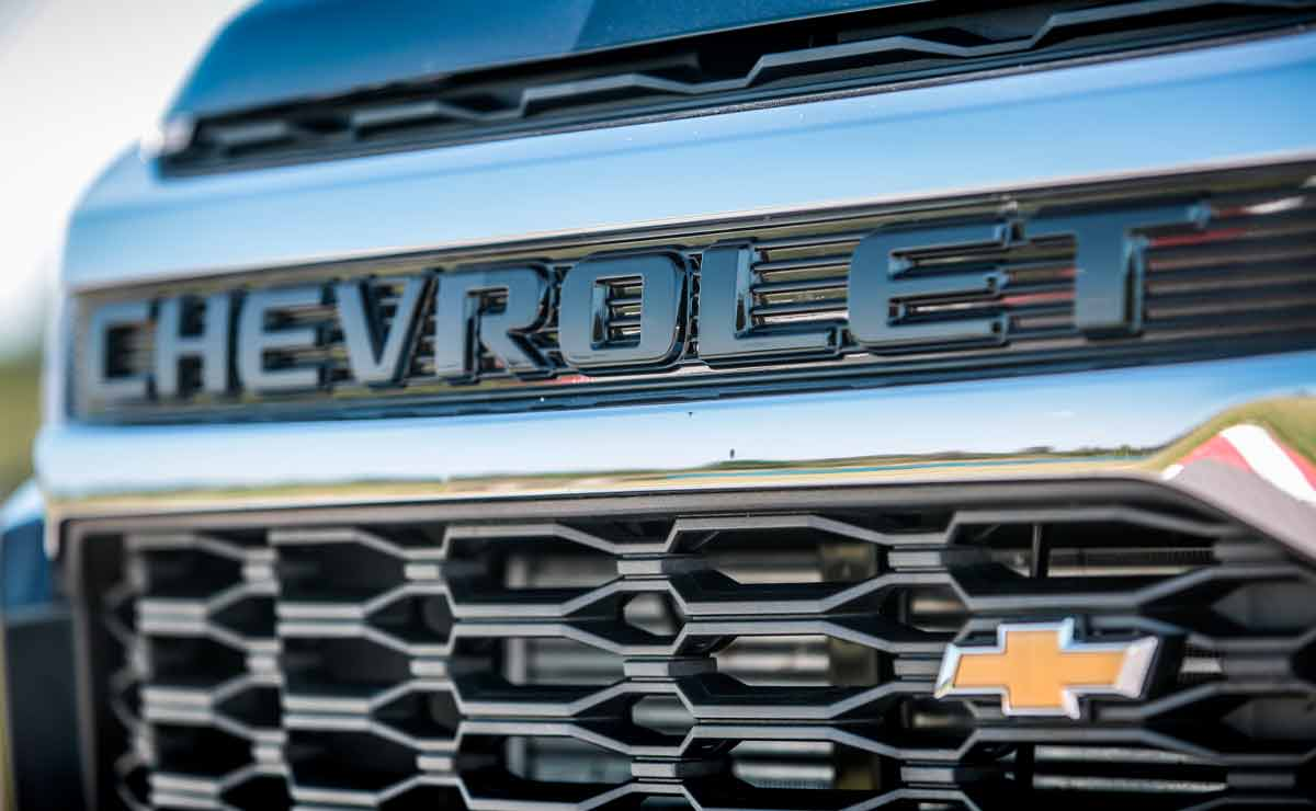 Chevrolet-Trailblazer-parrilla
